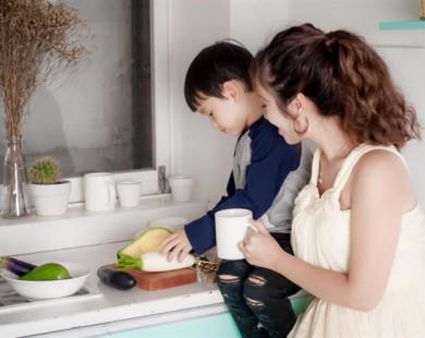 Phụ nữ ở nhà chăm con: không 'lùi' mà đang 'tiến'