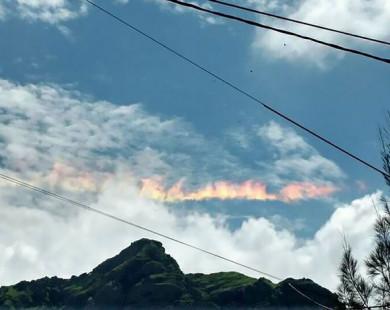 Xuất hiện cầu vồng lửa rực cháy trên bầu trời Peru