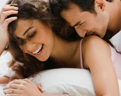 Là phụ nữ, hãy lấy người chẳng quan tâm bụng bạn to thế nào, ngực xệ ra sao