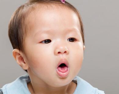 Trẻ bị húng hắng ho, viêm họng có cần dùng kháng sinh?