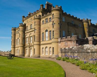 Vẻ đẹp lộng lẫy, sa hoa của 15 lâu đài đẹp nhất thế giới