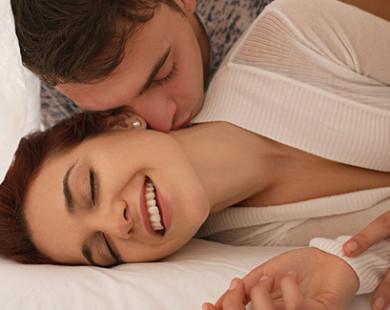 Tiết lộ 5 điều cực nhỏ nàng làm trên giường sẽ khiến chàng bùng cháy