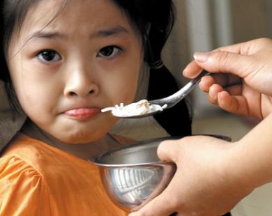 Làm thế nào để khắc phục chứng biếng ăn cho bé