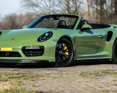 Porsche màu xanh đẹp rực rỡ