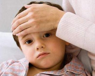 Trẻ em sốt: Chớ chủ quan