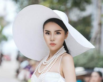 """HH Kỳ Duyên, Mỹ Linh khoe vai trần, """"so kè"""" độ gợi cảm"""