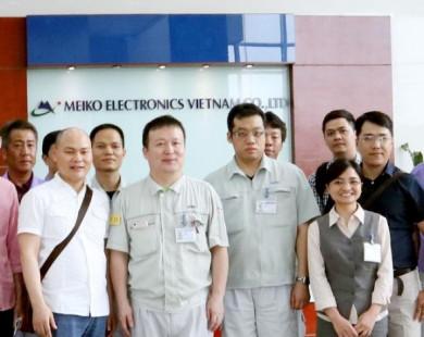 CEO Nguyễn Tử Quảng thị sát nhà máy, khẳng định Bphone 2 sản xuất tại Việt Nam