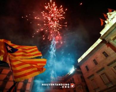 Tây Ban Nha giải tán chính quyền Catalonia sau tuyên bố độc lập