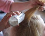 Tóc bết dầu với mẹo vặt này bạn chỉ mất 2 phút để có mái tóc đẹp