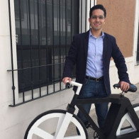 Xe đạp làm từ đồ tái chế