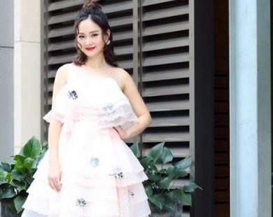 Lan Phương xinh đẹp nổi bật khi diện đầm trắng