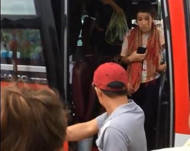 Công ty Việt Nhật: 'Phụ xe hung hăng, ném đồ vì khách Tây say xỉn'